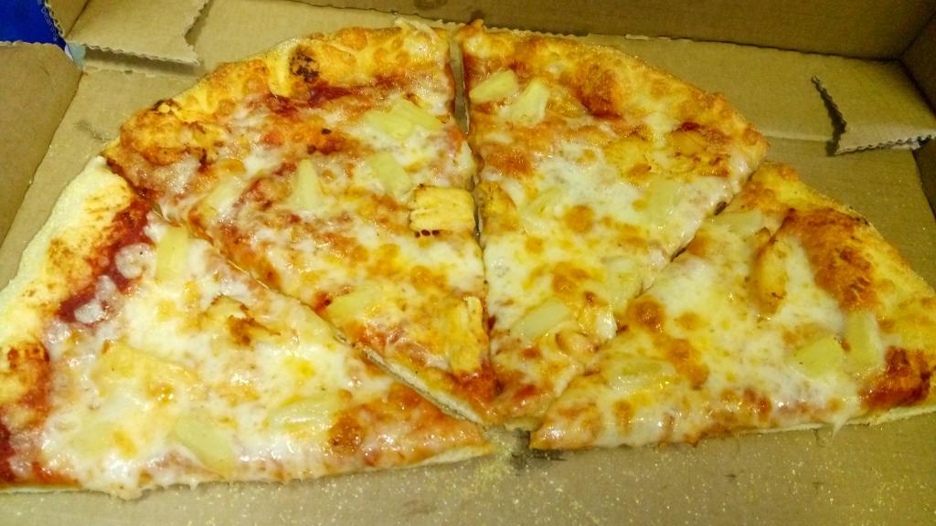 Пиццерия Доминос (Domino's) - Найди 11 отличий (или угадай, где мясо, и ананасы !)