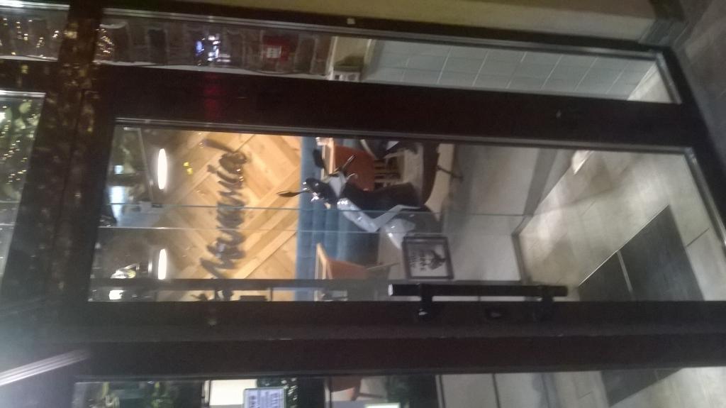 Мамамия Пицца - Мопед в обеденном зале на Ефремова 8-а