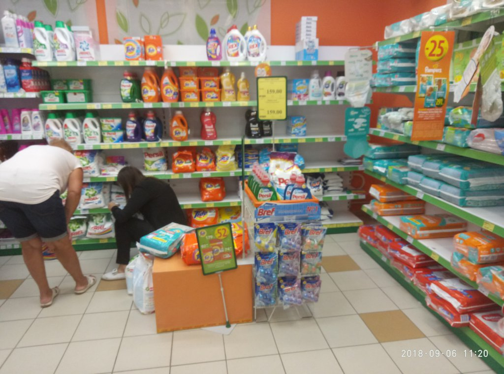 EVA магазин - В маг. Ева по ул Рабочая, г. Днепр постоянно пустые витрины