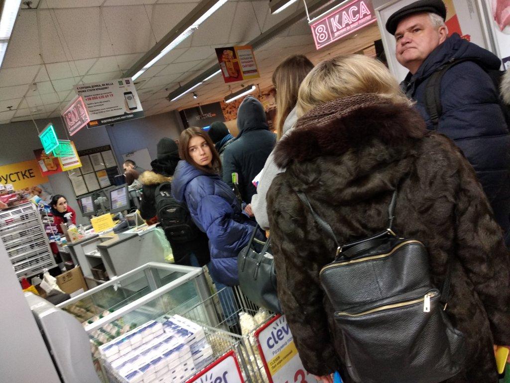 BILLA - Пятница вечер, работают 2 кассы магазин на львовской площади