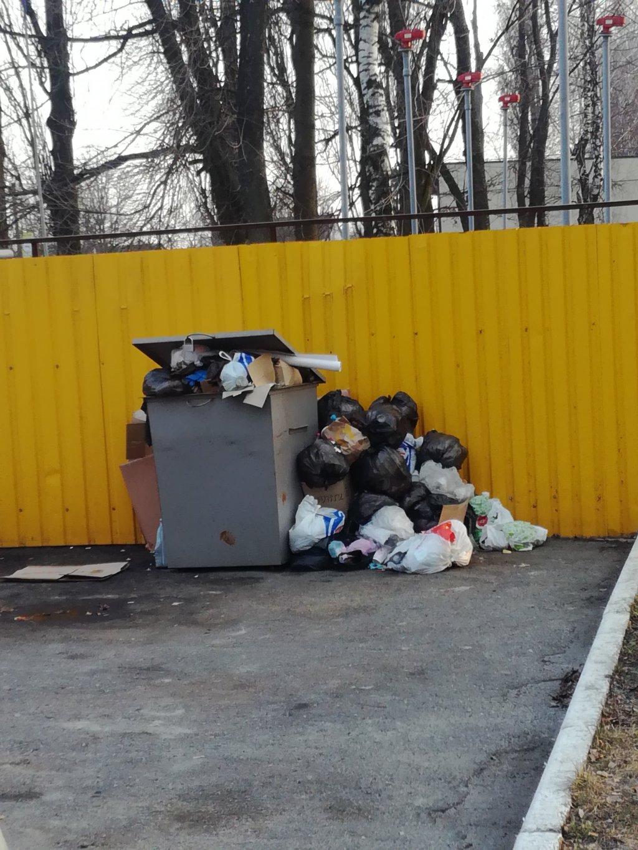 АЗС МОТТО - Помойка,и мусор в тему.