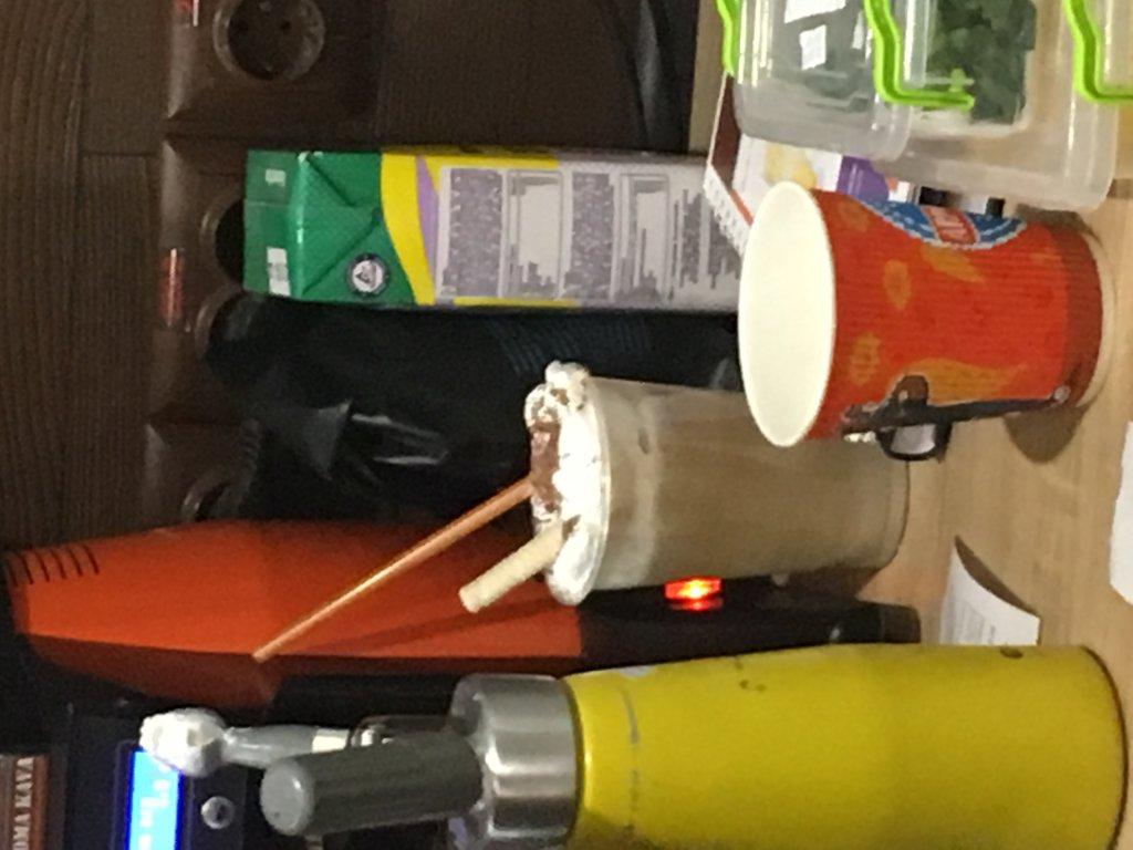 """Сеть кофеен """"Aroma Kava"""" - Приготовили в пластмассовом стаканчике"""