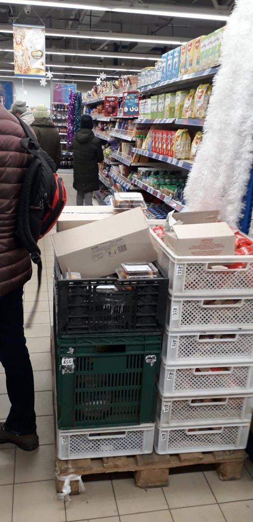АТБ - Для покупателей места в магазине нет