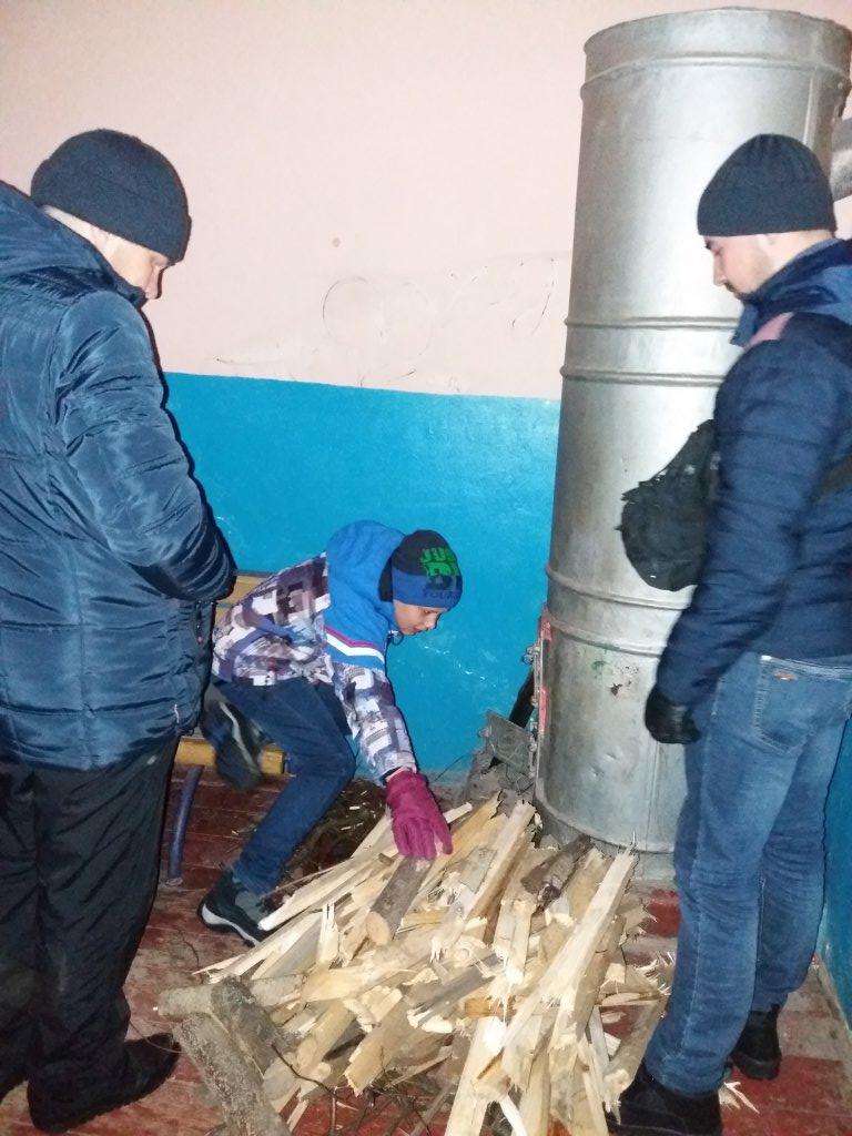 Укрзализныця (Укрзалізниця) - Замёрзшие люди на вокзале в Ясенях!