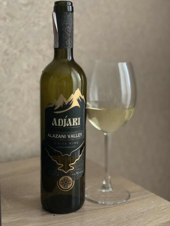 Вино белое полусладкое Adjari Alazani Valley